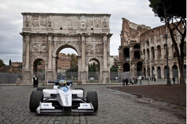 formula-e-race-car-on-the-streets-of-rome_100414112_m