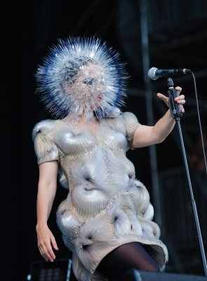 bjork-15-06-2013-bonnaroo-62-danny-clinch-3RD-CROP