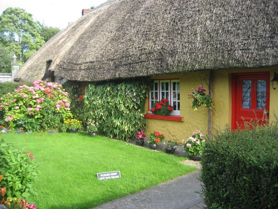Yellow_Cottage_Adare_Ireland