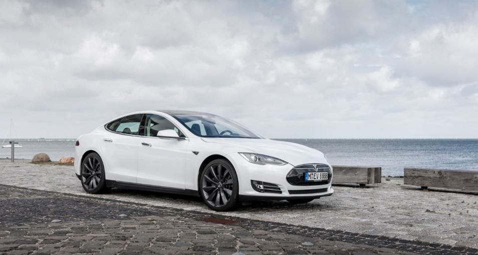 F1u0027s Marc Priestley Test Drives Tesla Model S P85