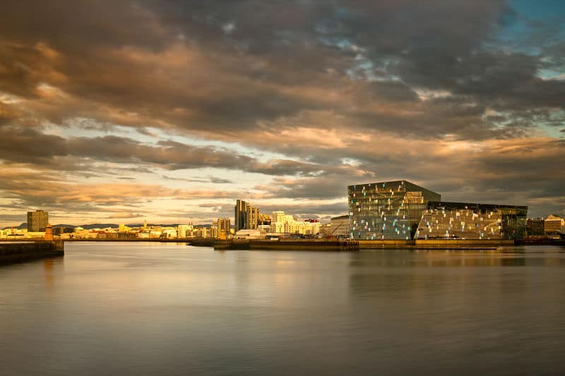 800px-Harpa_Reykjavik_Concert_Hall_and_Conference_Centre