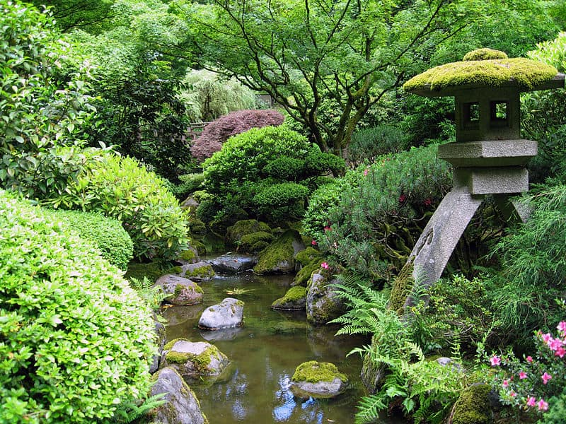 800px-Portland_Japanese_garden_creek