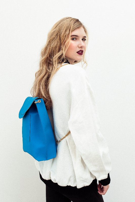 model-backpack