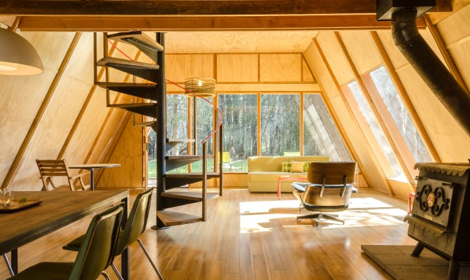 vacation-rental_far-meadow_yosemite_a-frame-cabin_672x400sfw_int7