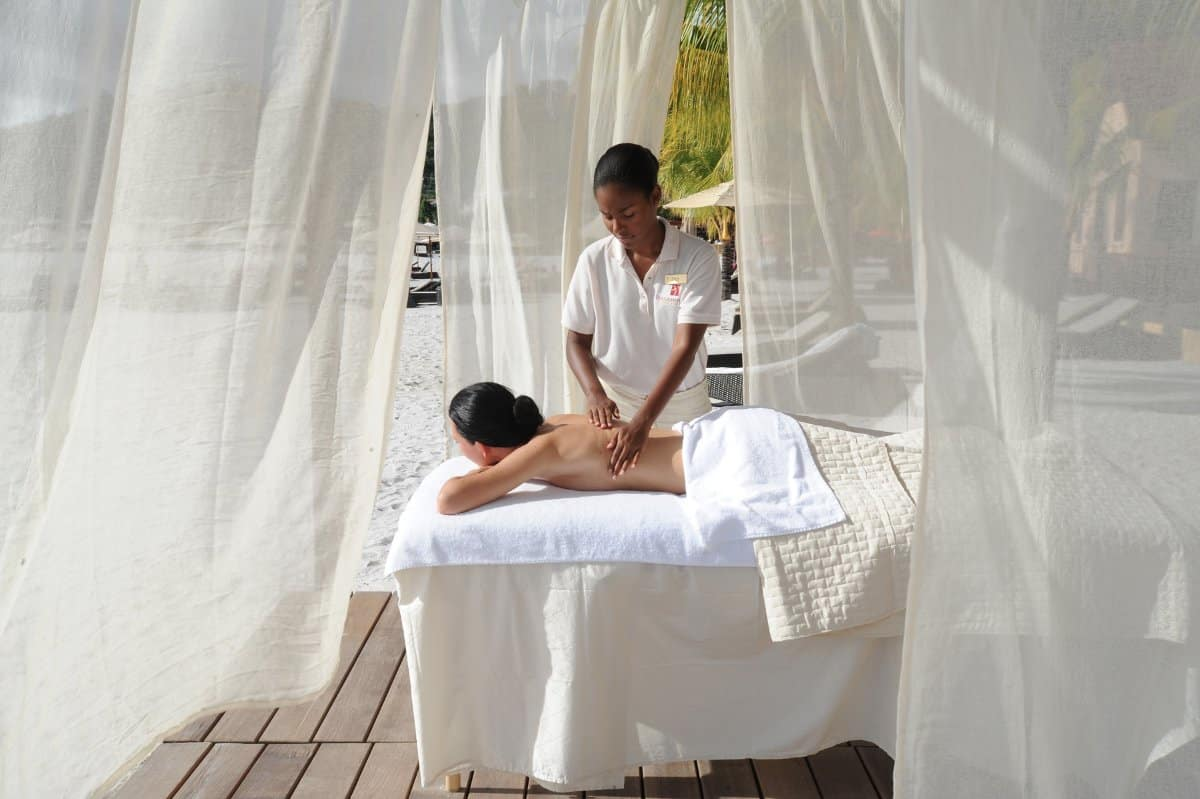 Buccament-Bay_beach-massage