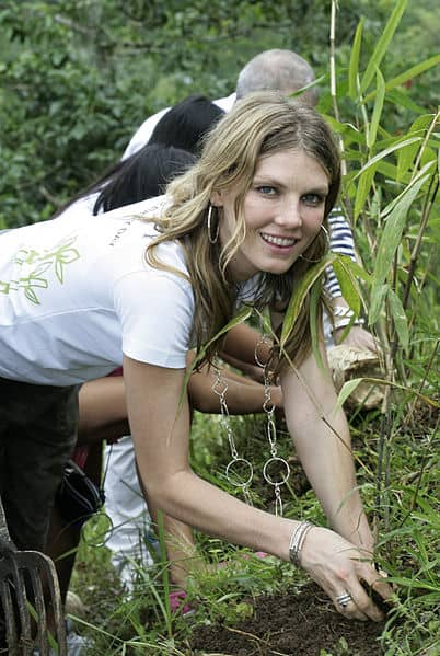 402px-Angela_Lindvall_is_Planting_Bamboo_Seedlings_in_Bali,_Indonesia