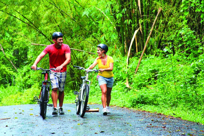st-lucia-couple-biking