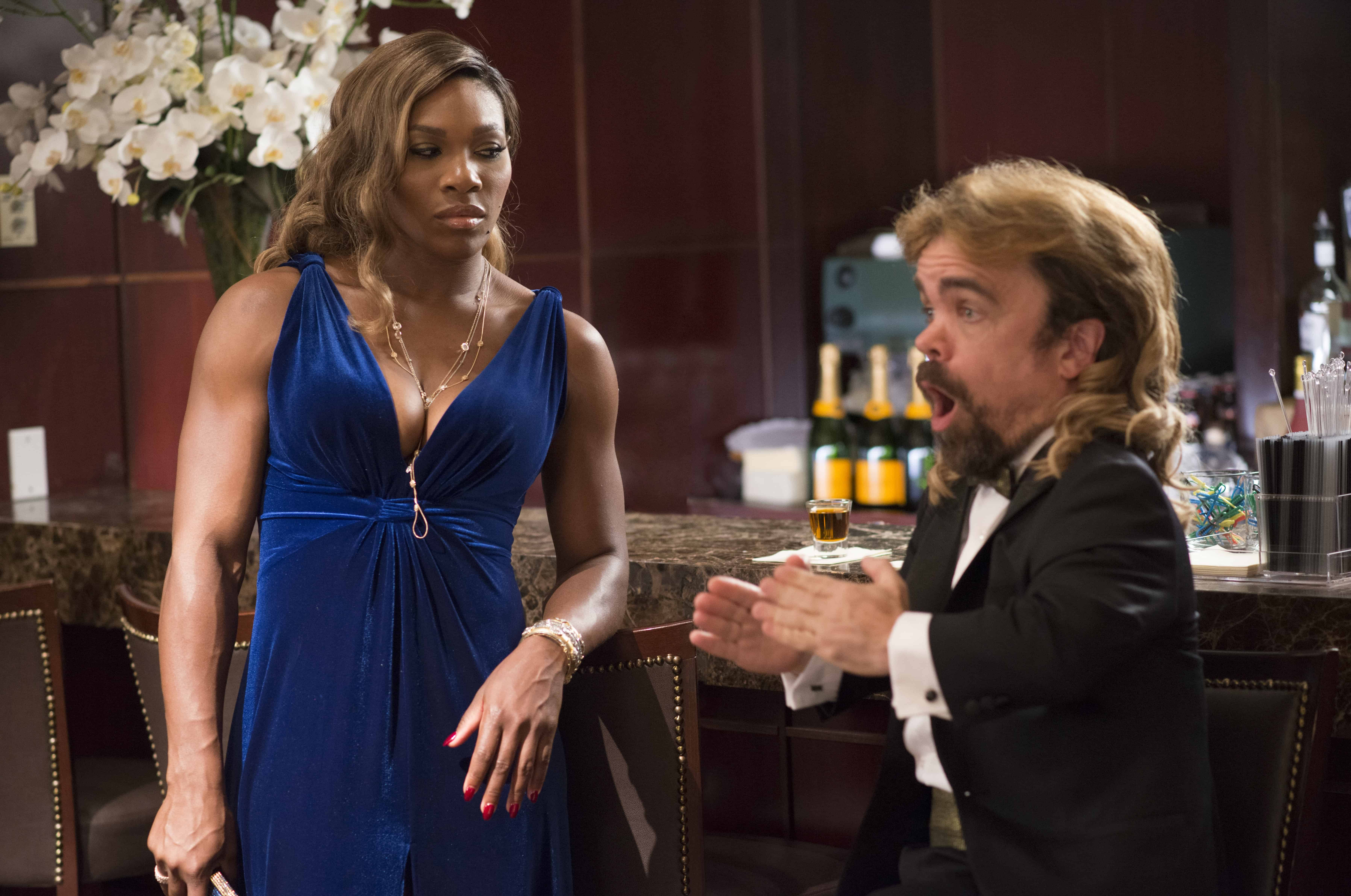 Serena Williams (s herself) on a date with Eddie (Peter Dinklage) in Columbia Pictures' PIXELS.