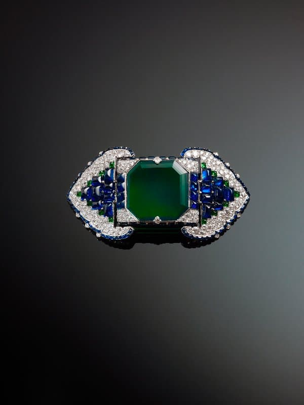 9. Brooch set with emeralds, sapphires and diamonds, 1922, Cartier, Paris, France
