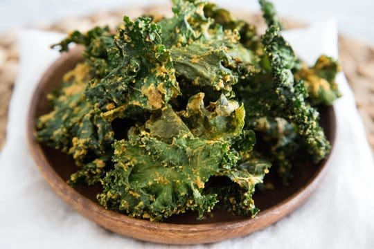 vegan-cheesy-kale-chips3