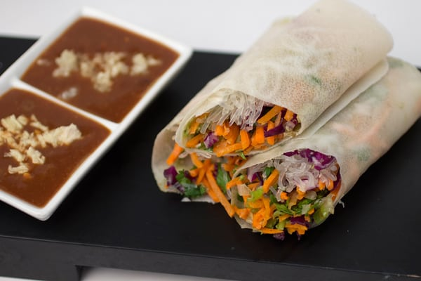 30 exotic vegan recipes from around the world eluxe magazine thai veggie spring roll with sweet spicy peanut forumfinder Images