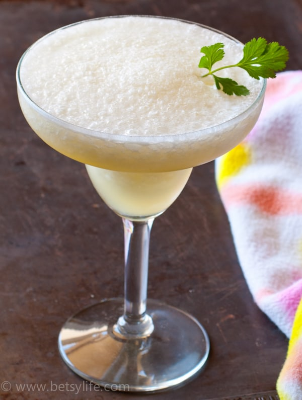 frozen-pineapple-coconut-water-rum-cocktail-recipe