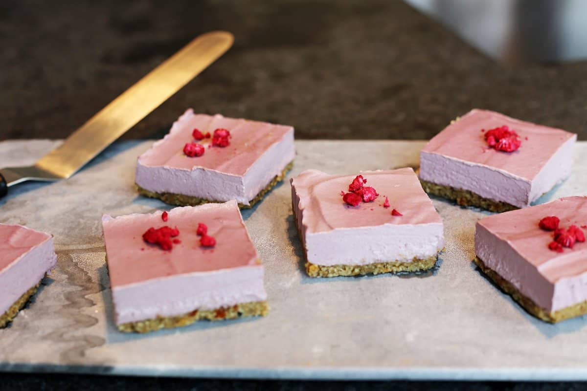 raw-vegan-raspberry-cheesecake-bars-1