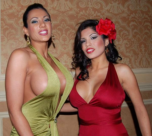 Exotica_and_Alexis_Amore_at_the_2006_AVN_Expo