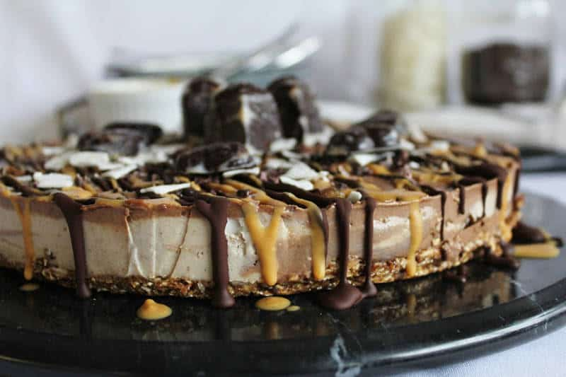 raw-chocolate-chunk-cheesecake-with-peanut-butter