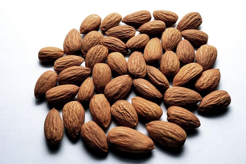 800px-almond_nuts